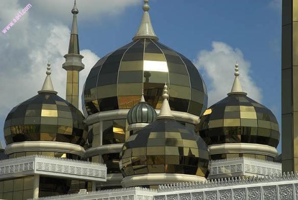 مسجد الكريستال في مسجد مصنوع من الكريستال الخالص يقع في مدينة كوالا تيرينغانو  الماليزية، وهوثاني اكبر مساجد جنوب شرق آسيا