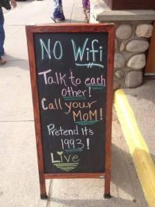 لافتة امام احد المطاعم في كندا