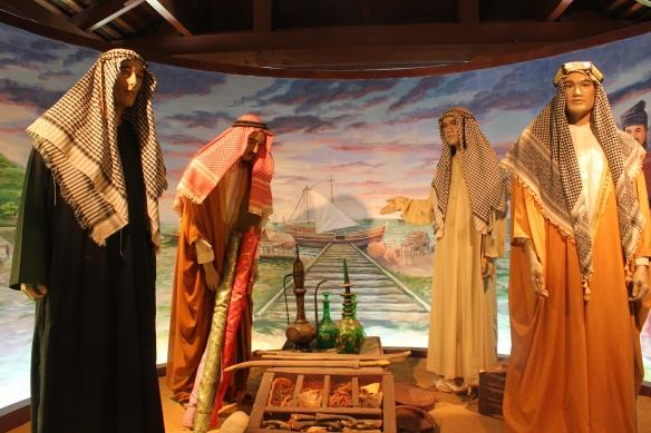 صورة من المتحف أيضاً وفيها مجسمات لتجار عرب في أسواق مدينة ملاكا