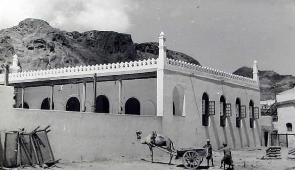 مسجد ابان بن عثمان بن عفان قبل هدمه وتدميره كلياً. .