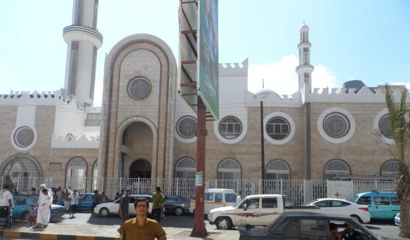جانب من المسجد الجديد الذي بُني على أنقاض مسجد ابان بن عثمان بعد هدمه. .
