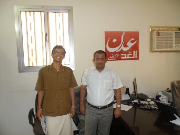 مع رئيس تحرير صحيفة عدن الغد فتحب بن لزرق في مقر الصحيفة في عدن.