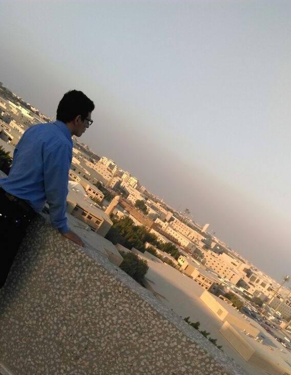 من على أحد مباني جامعة المك فهد للبترول والمعادن ويظهر جزء من مدينة الظهران